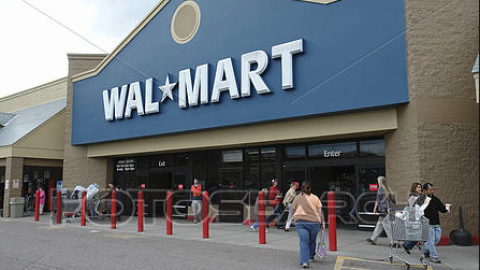 Wal-Mart Plunges As Earnings Miss and Ecommerce Sales Slow